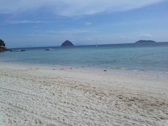 P.P. Erawan Palms Resort: praia do hotel