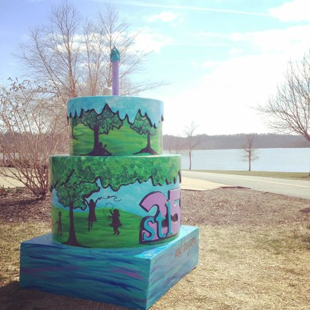 Maryland Heights, Миссури: Creve Coeur Lake (the birthday cake is part of #STL250, celebrating St. Louis's 250th birthday