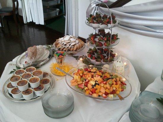 The Polo Inn Bridgeport U.S.A.: Easter Buffet