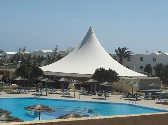 Hotel Coronas Playa : Pavillion where entertainment take place