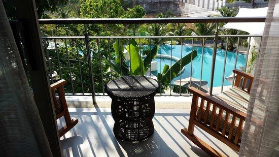 Mandarava Resort and Spa : Blick auf Balkon und Pool