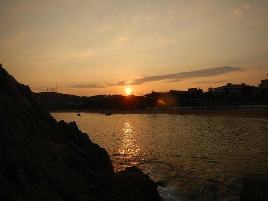 Dreams Huatulco Resort & Spa : sunset over tangolunda bay