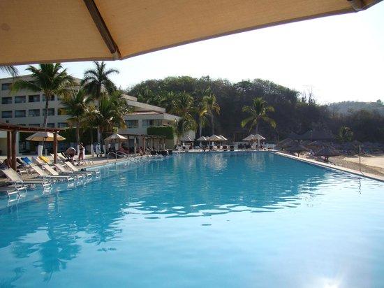 Dreams Huatulco Resort & Spa : main pool