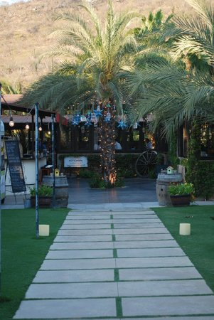 Flora's Field Kitchen : Entrance