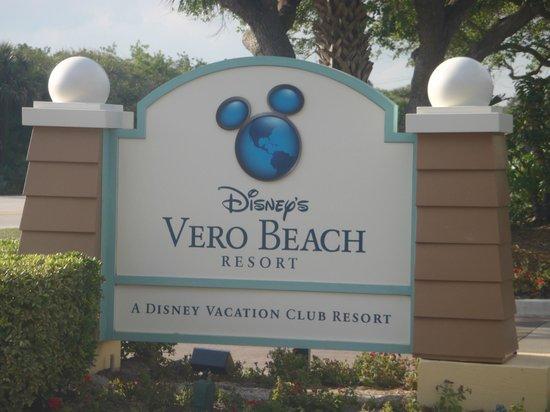 Disney's Vero Beach Resort: Entrance sign