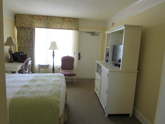 Bayfront Inn: Another view of the room