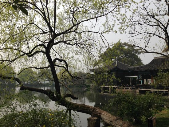 Dahua Hotel: Three Pools Mirroring The Moon