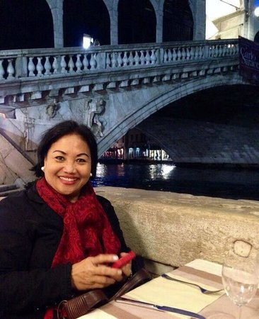 Rialtobrücke: Dinner at the foot of Rialto Bridge