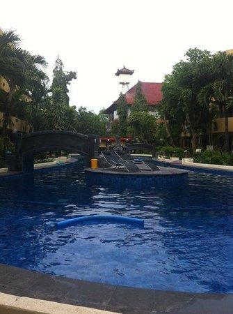 Melasti Legian Beach Resort & Spa: Piscina do hotel