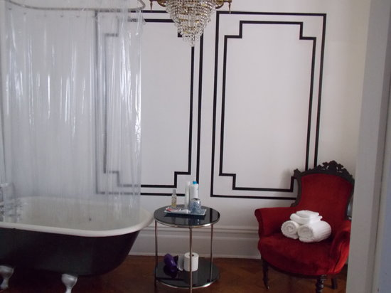 Serenity at Home Guest House LLC: Serenity Ensuite Bathroom