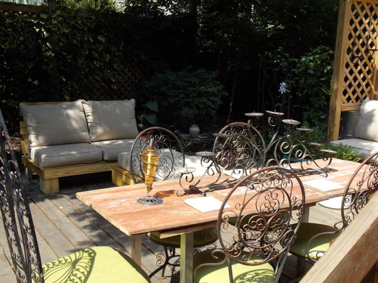 Serenity at Home Guest House LLC: Garden Area