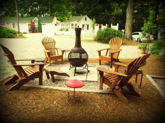 The Cottages of Wolfeboro : Shared Chiminea common area