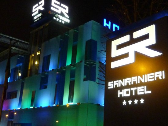 Hotel San Ranieri: Stunning exterior at night