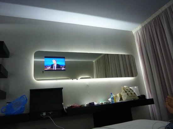 Hotel San Ranieri: Great use of technology – loved the lights and TV set in the mirror