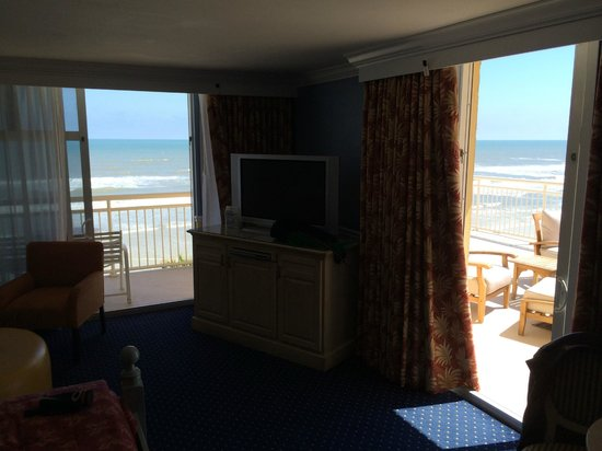 The Shores Resort & Spa: Corner Room with huge balcony