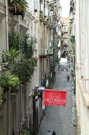 Decumani Hotel de Charme: view of tne street