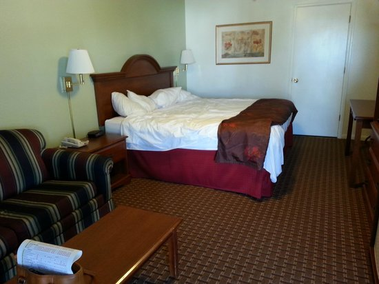 White Columns Inn : King bed