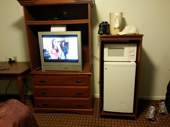 White Columns Inn: fridge with small freezer and microwave