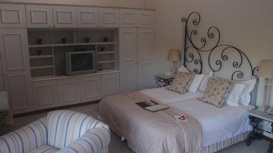The Fernery Lodge & Chalets: Huge suite