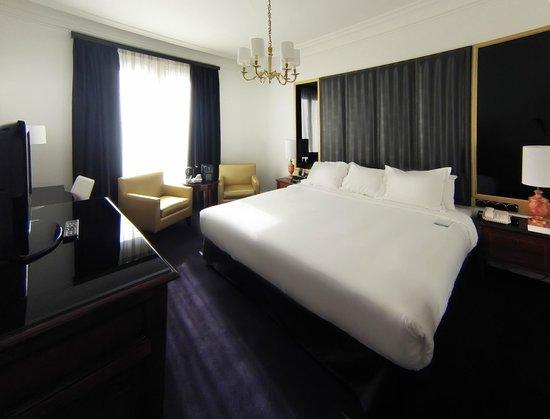 Melia Paris Champs Elysees: Nuestra preciosa y confortable habitacion