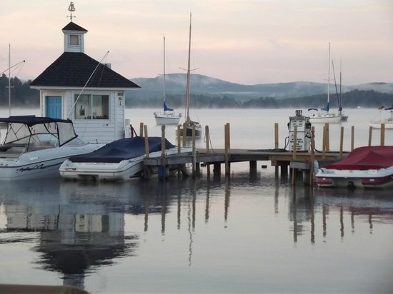 The Cottages of Wolfeboro: Peaceful morning on Wolfeboro Harbor