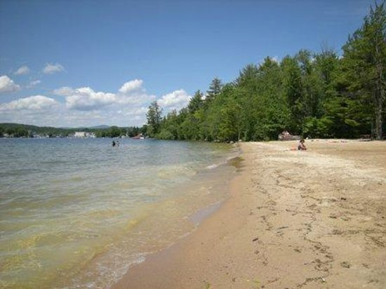 The Cottages of Wolfeboro: Follow Bridge Falls path to Albee Broad Sand Beach