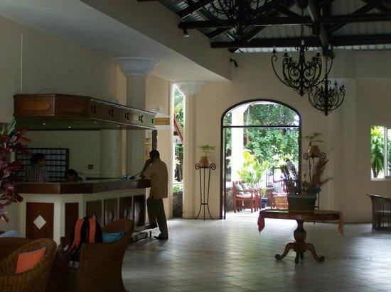 Le Peninsula Bay Beach Resort: hall