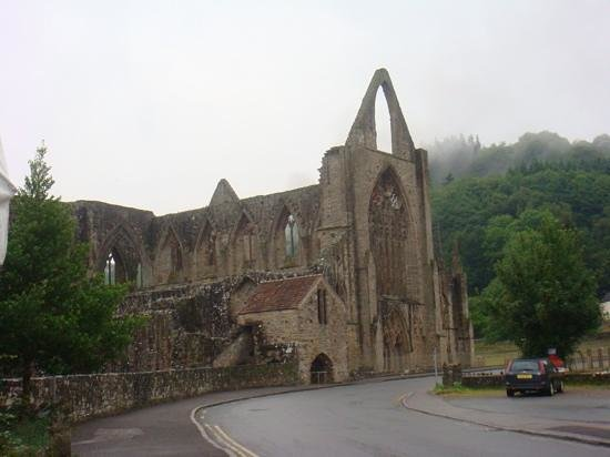 Sudeley Castle Cottages: Tintern Abbey