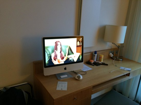 Doubletree by Hilton Hotel Leeds City Centre: TV / IMac