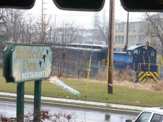 Wilmington and Western Railroad: W&W train Approaching Hunter's Den in Marshalton