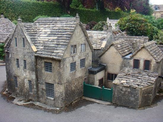 Sudeley Castle Cottages: minature village at Burton on Water