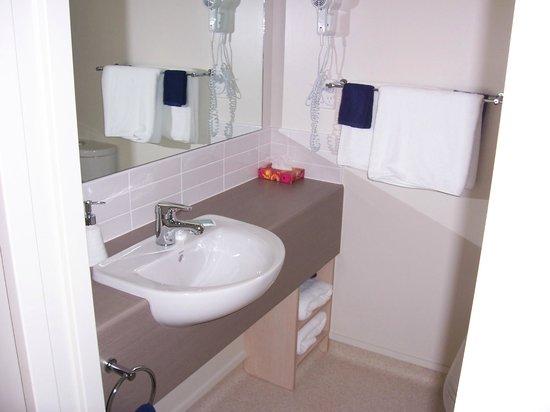 Cranford Oak Motel: Studio bathroom