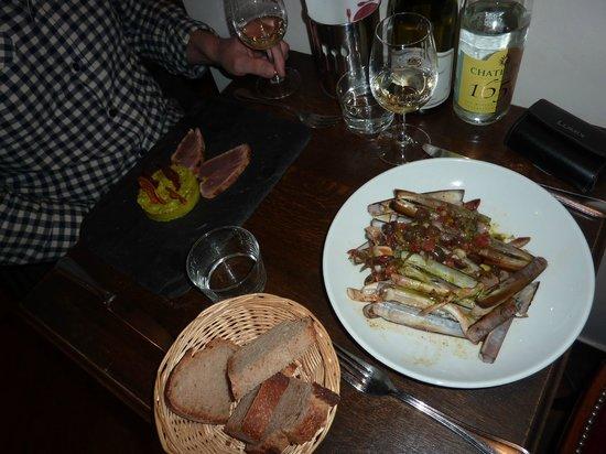La Cantine du Troquet Dupleix : messenschelpen en gemarineerde tonijn met avocado