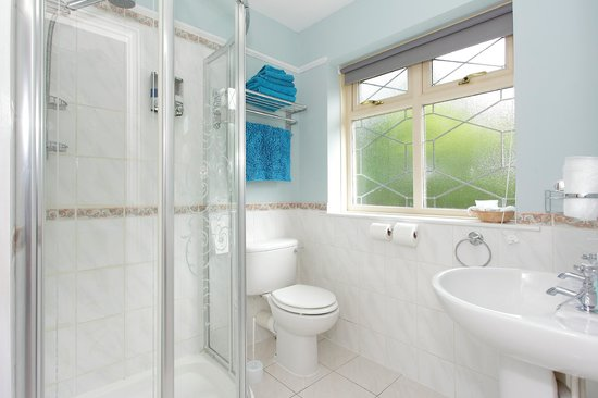 Eversley Guest House: Bathroom