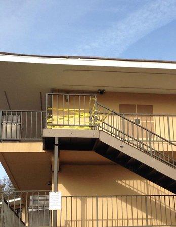 Best Western Bordentown Inn: Caution tape