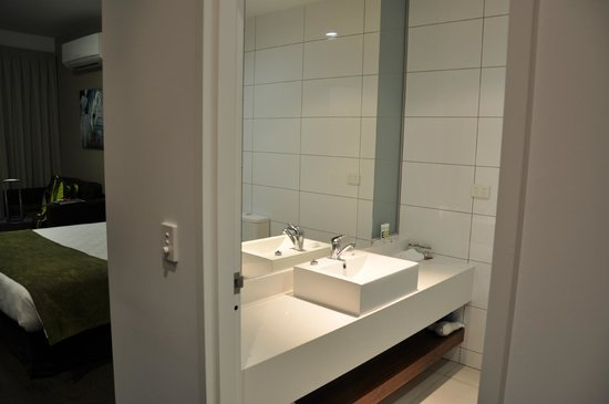 Mercure Melbourne Caroline Springs: Bathroom view