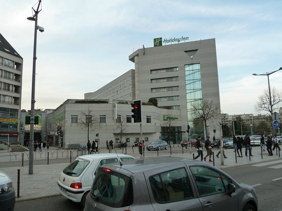Holiday Inn Paris Marne La Vallee : Across the street