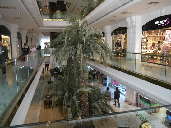 Baia Lara Hotel: Local Shopping Centre