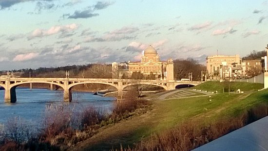 Hillard House Inn : View of Market St Bridge and Courthouse along the River