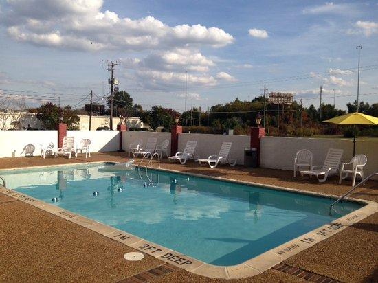 The Alabama Hotel: Large Swimming Pool