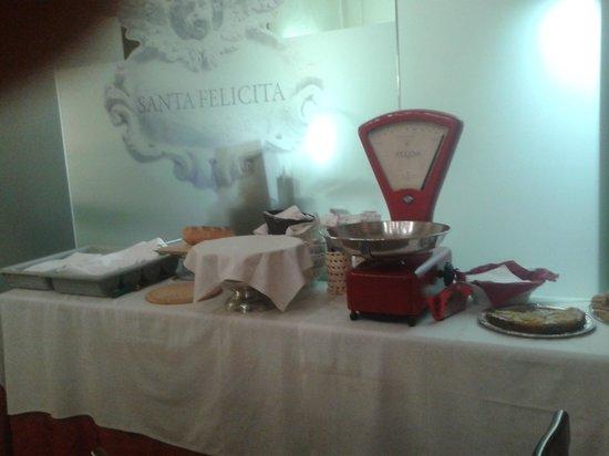 Santa Felicita: Il tavolo dei dolci