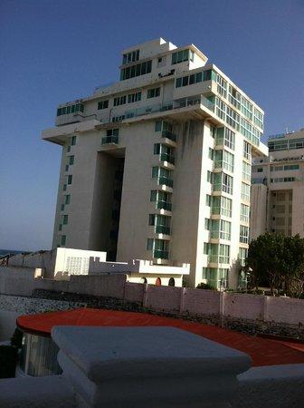 Bel Air Collection Resort & Spa Cancun: Eyesore next door!