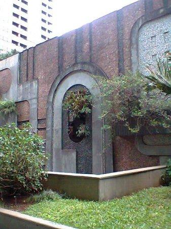 Casa das Rosas - Espaco Haroldo de Campos de Poesia e Literatura: Lateral muro