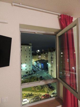 Premiere Classe Lyon Centre - Gare Part Dieu : Window view