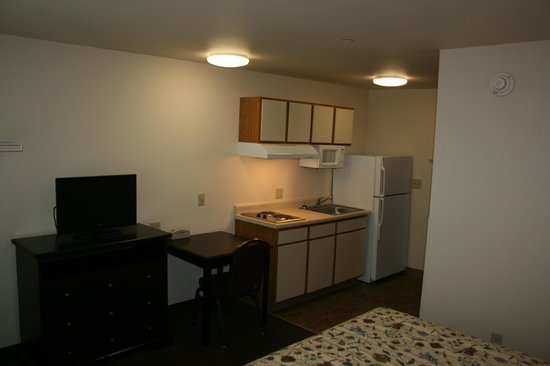 Stay Lodge Thomasville: Full size refridgerators, spacious cabinets