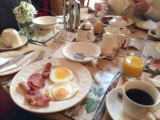 Clayhanger Guest House: Our breakfast table