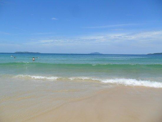 Praia De Quatro Ilhas : playa de agua cristalina