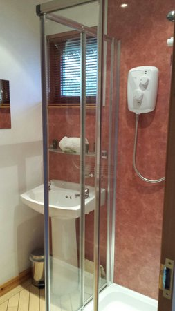 Wildside Highland Lodges: Argus shower room