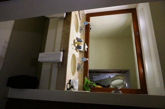Sensimar Seaside Suites & Spa: Bathroom