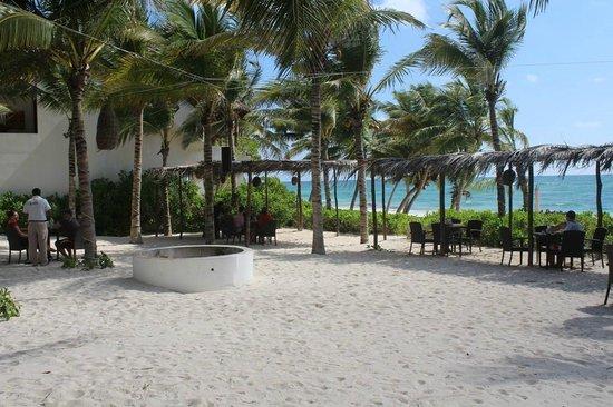 The Beach Tulum: Restaurant exterieur